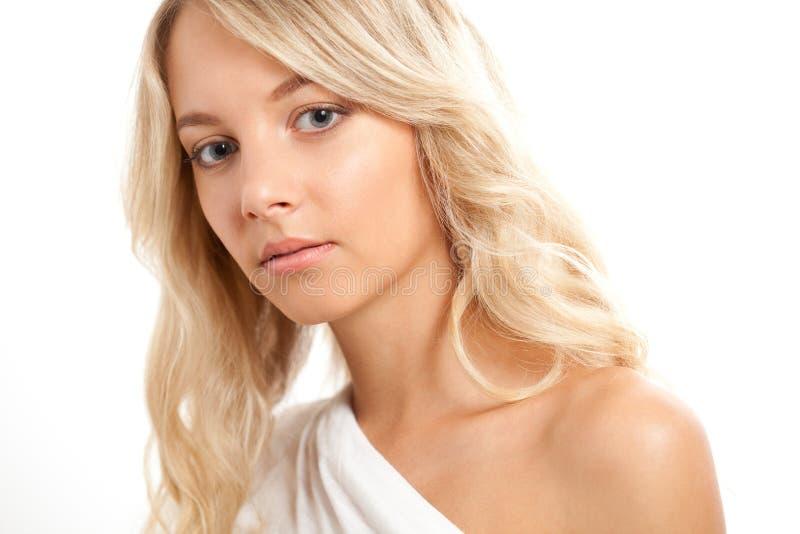 Belle verticale blonde de visage de femme images stock