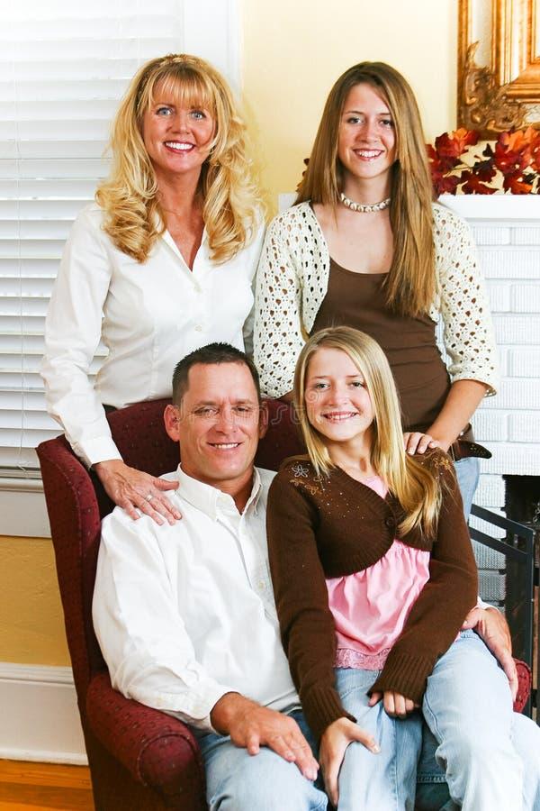 Belle verticale de famille photographie stock