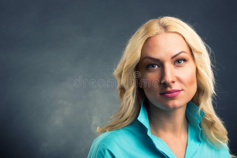 Belle verticale de femme photos stock