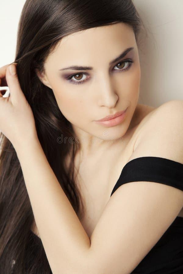 Belle verticale de jeune femme photographie stock libre de droits