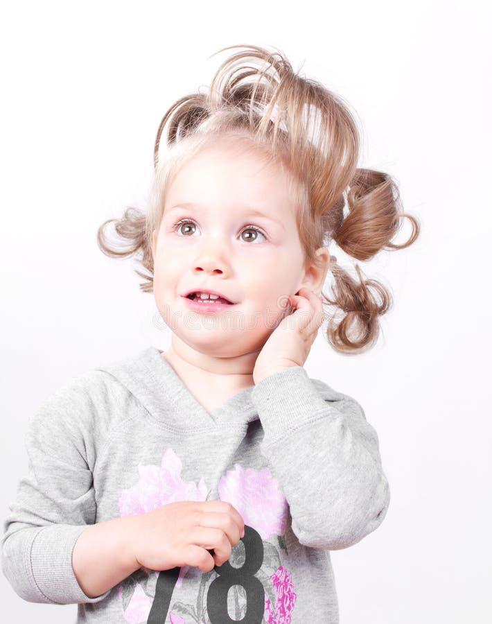 Belle verticale de petite fille photos libres de droits