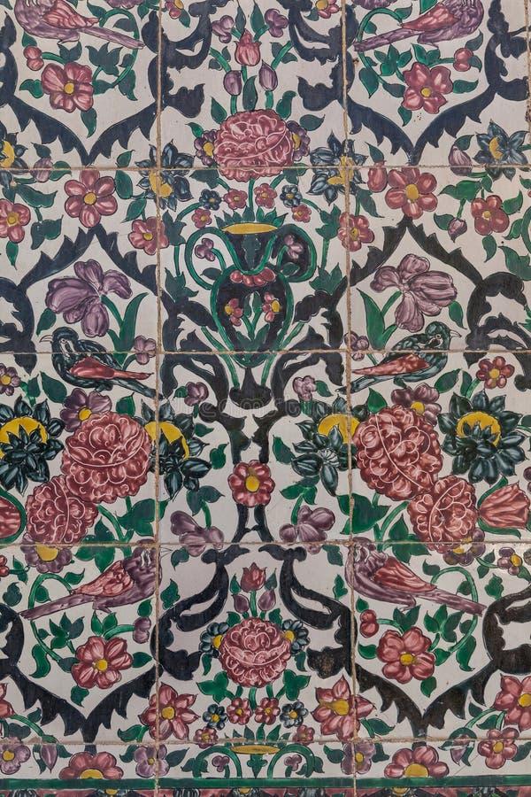 Belle vieille mosaïque de peinture décorée sur le mur du scho de Khan image stock