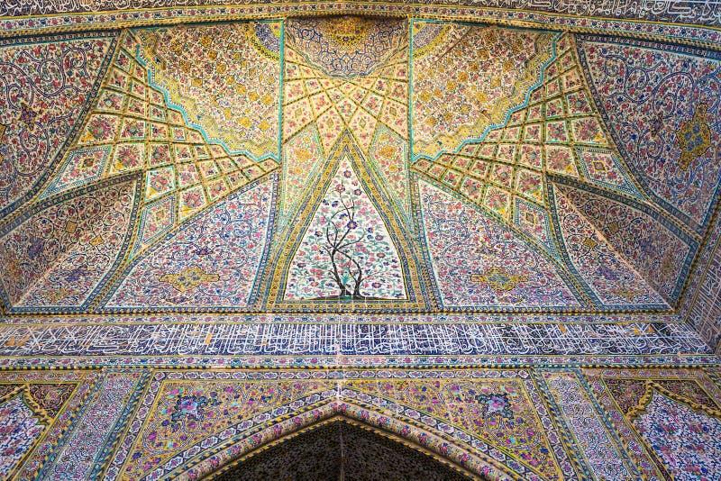 Belle vieille mosaïque de peinture décorée sur le mur de la mosquée de Vakil images libres de droits