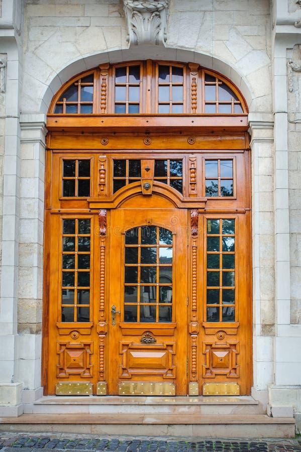 belle vieille porte en bois photo stock image du. Black Bedroom Furniture Sets. Home Design Ideas