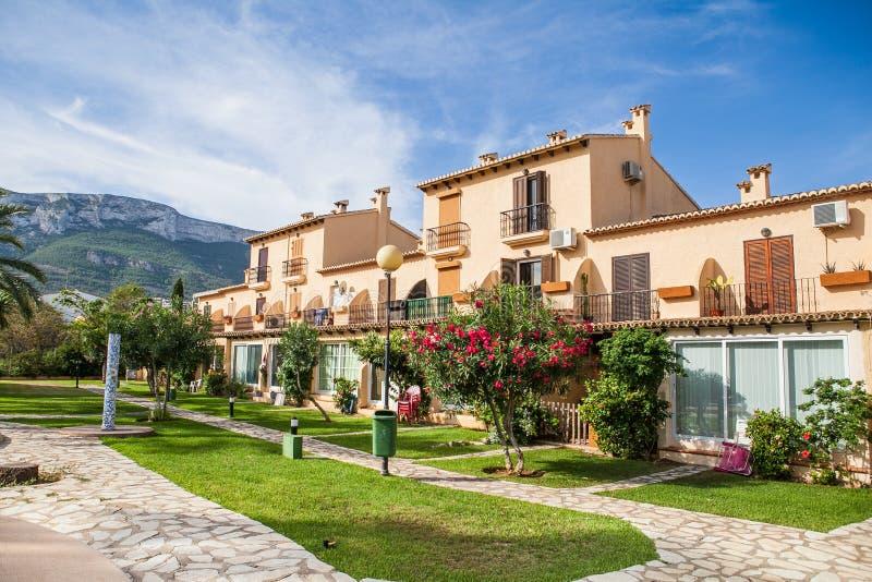 Belle villa espagnole avec la piscine, vue image stock
