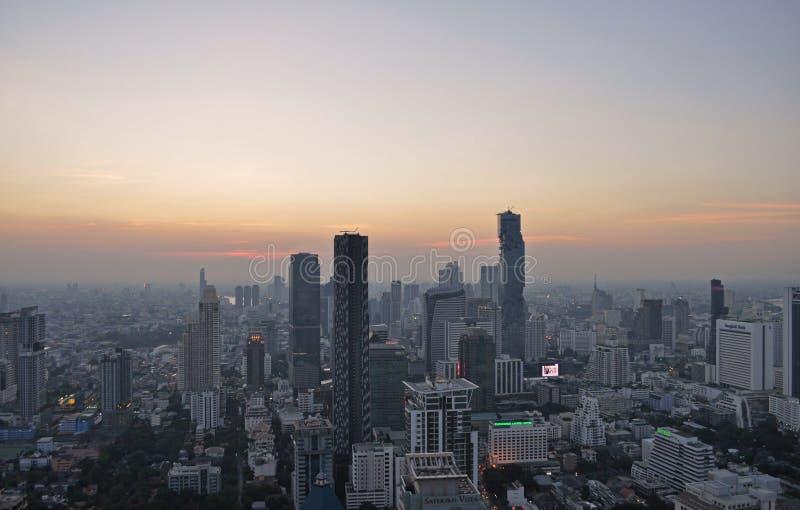 Belle ville de Bangkok de coucher du soleil de vue aérienne photo libre de droits