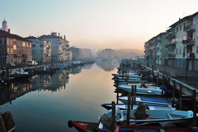 Belle ville de Chioggia en Vénétie, découvrir également comment petite Venise photo stock