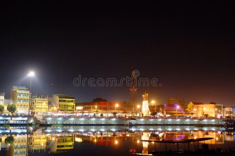 Belle ville de nuit photos stock