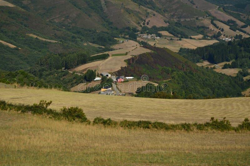 Belle viste aeree del villaggio di Rebedul nella campagna della Galizia Natura, paesaggi, botanica, viaggio 2 agosto 2015 immagine stock libera da diritti