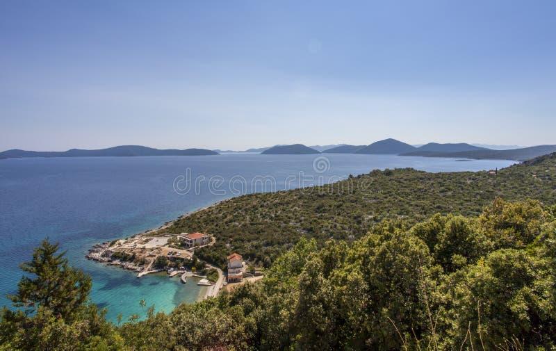 Belle viste delle baie della Croazia lungo la strada 8 della costa fotografia stock