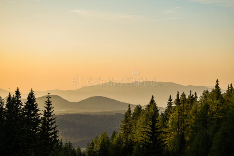 Belle vue étonnante orange en Julian Alps photographie stock libre de droits