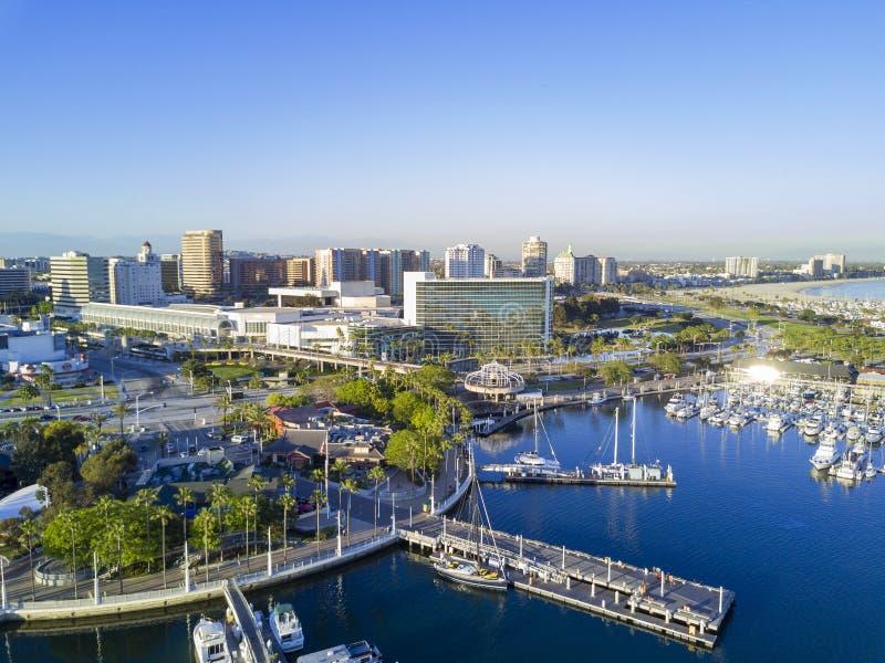 Belle vue aérienne d'après-midi autour de port d'arc-en-ciel photos stock