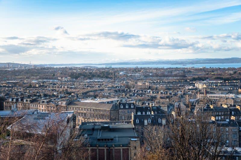 Belle vue d'Edimbourg et Firh en avant dedans de l'hiver photographie stock libre de droits