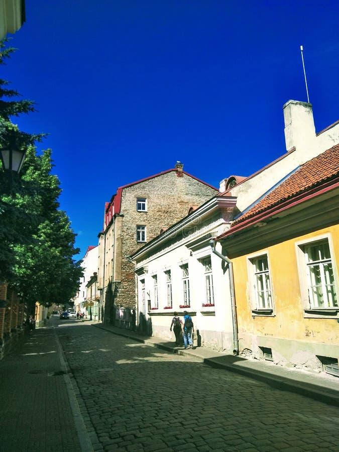Belle vue d'une ville européenne un jour ensoleillé image stock
