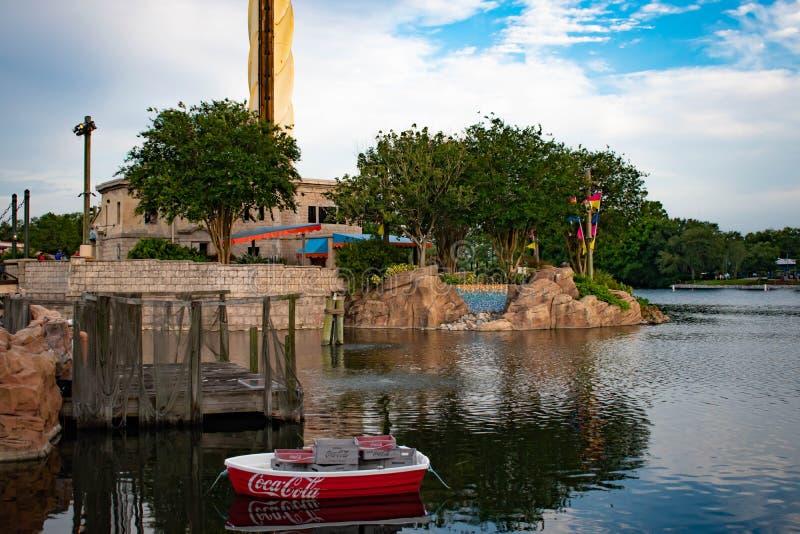 Belle vue de bateau de coca-cola et de bâtiment de Sky Tower chez Seaworld 1 photos stock