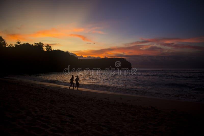 Belle vue de coucher du soleil de plage d'été photographie stock