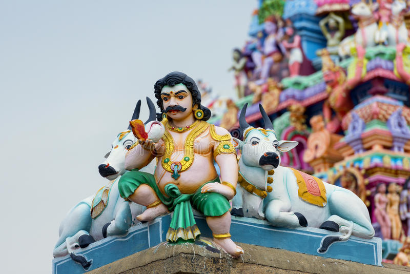 Belle vue de gopura coloré dans le Kapaleeshwarar indou Te photographie stock libre de droits