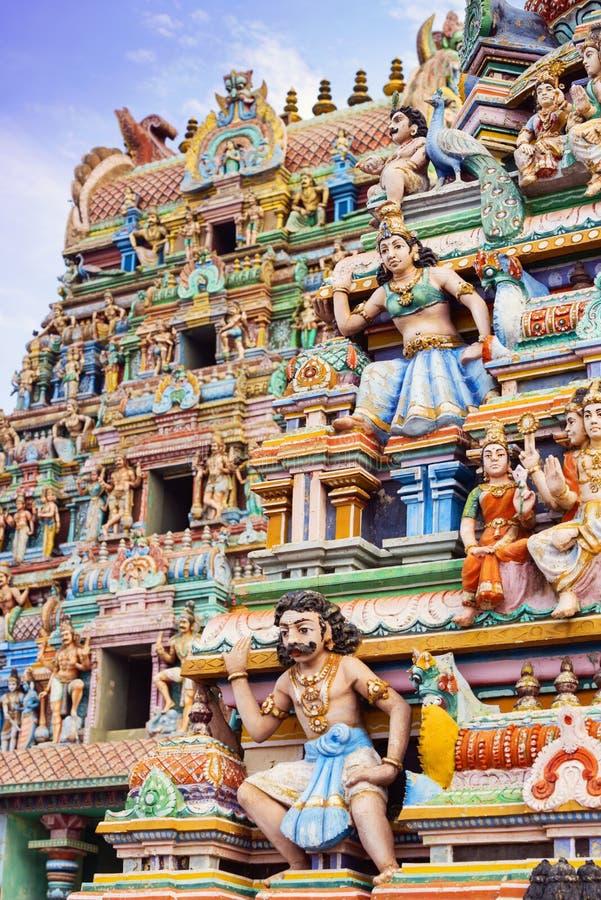 Belle vue de gopura coloré dans le temple hindou, Chennai, T photo libre de droits