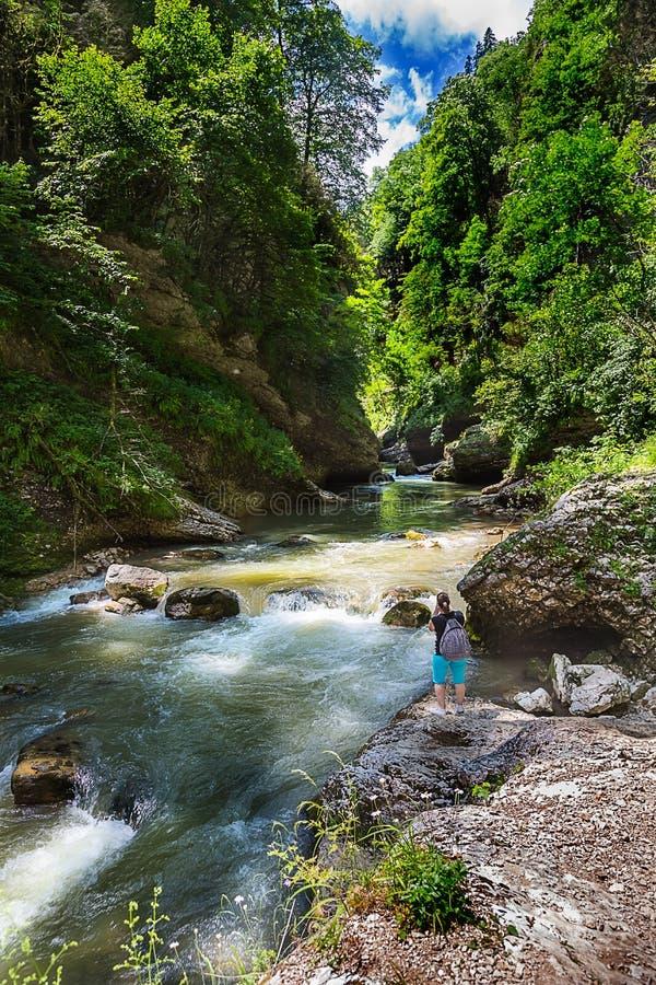 Belle vue de gorge de la Guam, Krasnodar Russie images stock