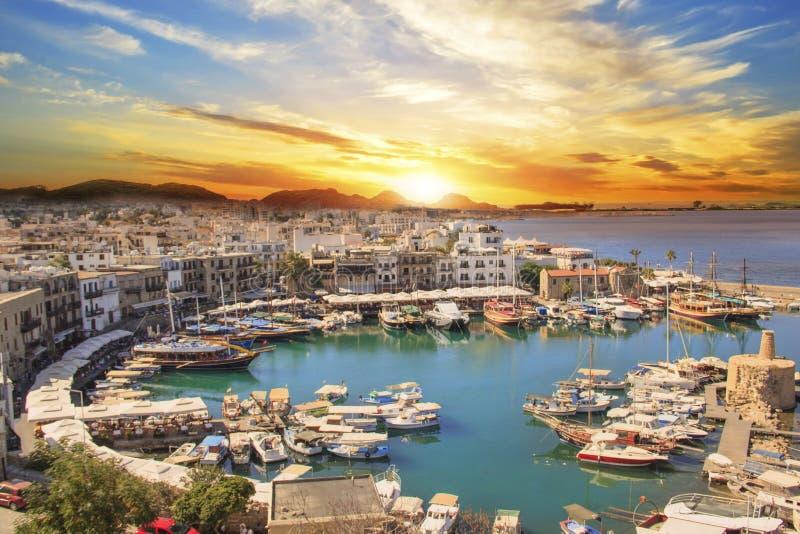 Belle vue de la baie de Kyrenia dans Kyrenia Girne, Chypre du nord image stock