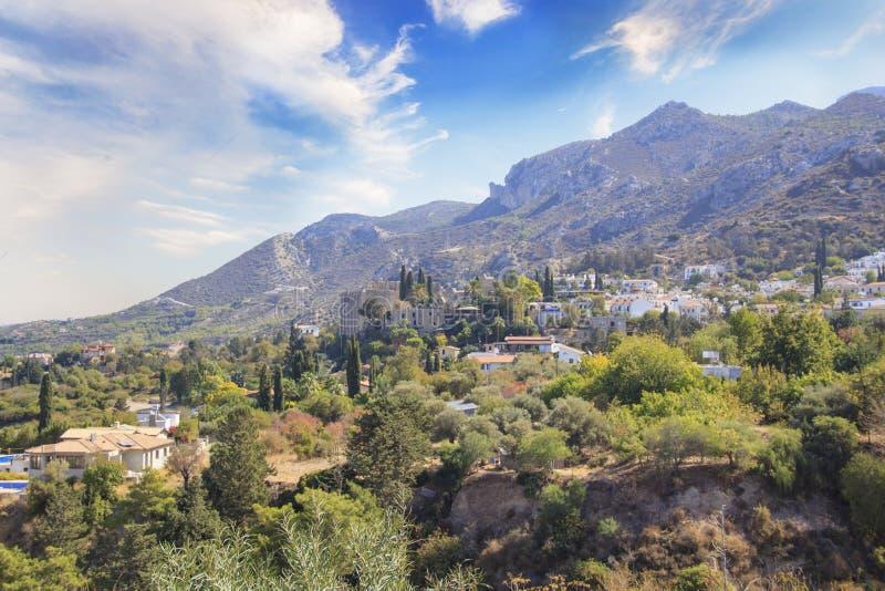 Belle vue de la construction de l'abbaye de Bellapais dans Kyrenia Girne, République de la Chypre du nord images stock