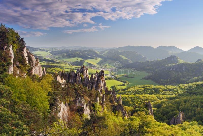Belle vue de la montagne Sulov. La Slovaquie image libre de droits