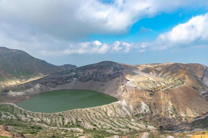 Belle vue de lac de cratère d'Okama au bâti Zao photo libre de droits