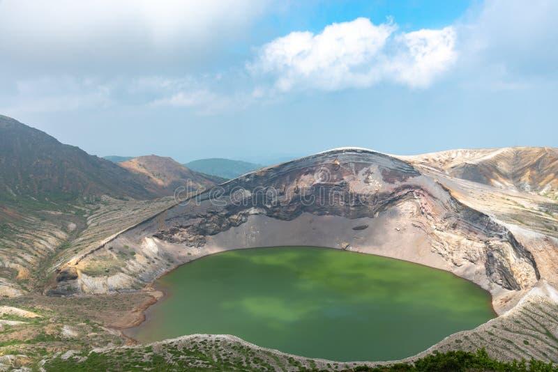 Belle vue de lac de cratère d'Okama au bâti Zao images stock