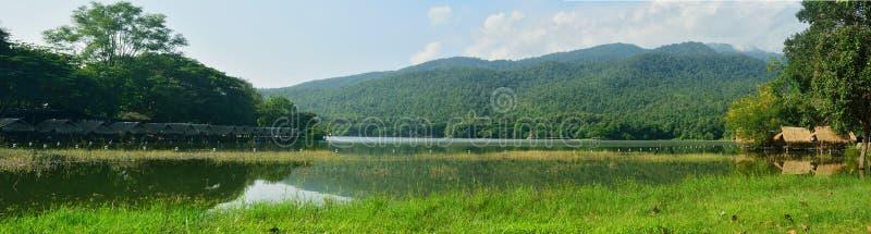 Belle vue de lagune dans le chiangmai, Thaïlande image libre de droits