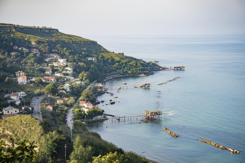 Belle vue de littoral de Fossacesia en l'Abruzzo, Italie image stock