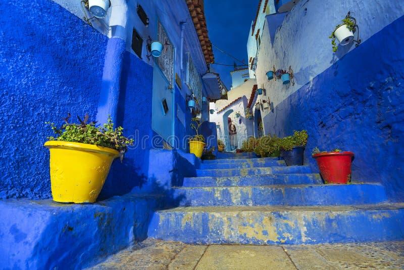 Belle vue de nuit de la ville bleue en Médina de Chefchaouen, Maroc images libres de droits