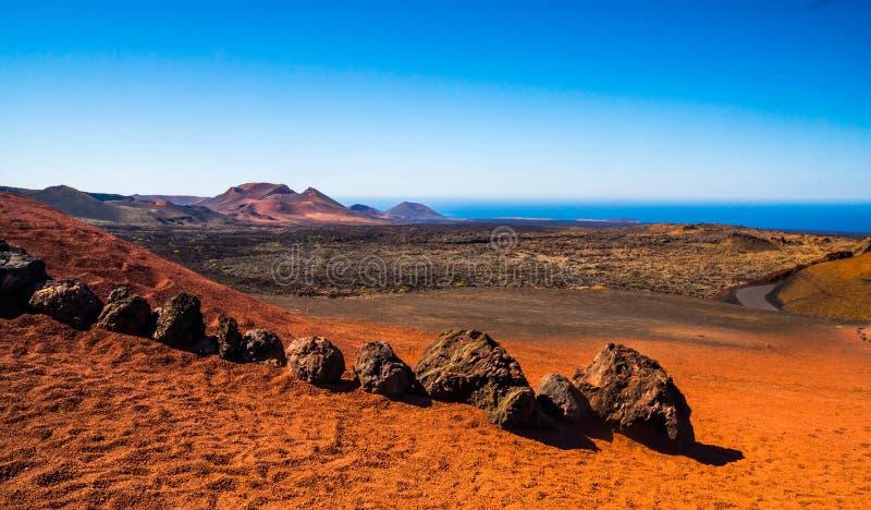 Belle vue de parc national de Timanfaya en île de Lanzarote, Espagne, l'Europe - paysage volcanique image libre de droits
