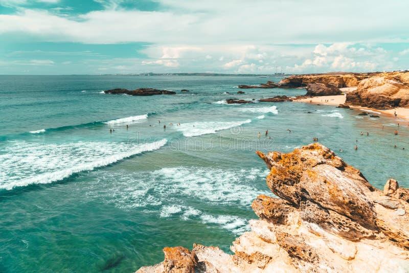 Belle vue de paysage et de paysage marin des falaises et de l'océan au Portugal photo libre de droits