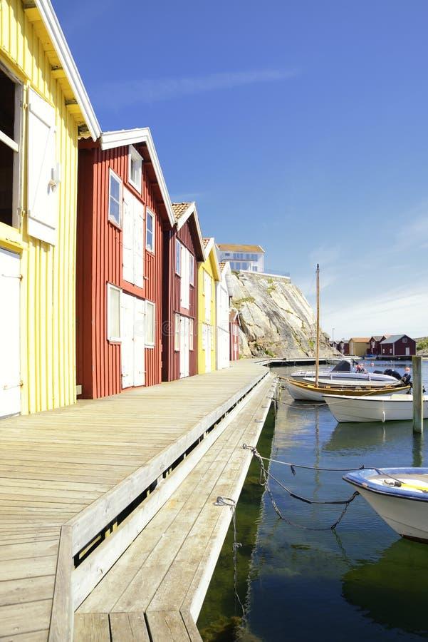Belle vue de paysage de pêcher des maisons chez Kungshamn photo libre de droits