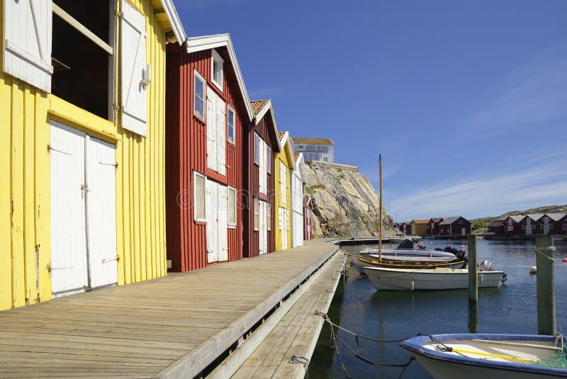 Belle vue de paysage de pêcher des maisons chez Kungshamn images libres de droits