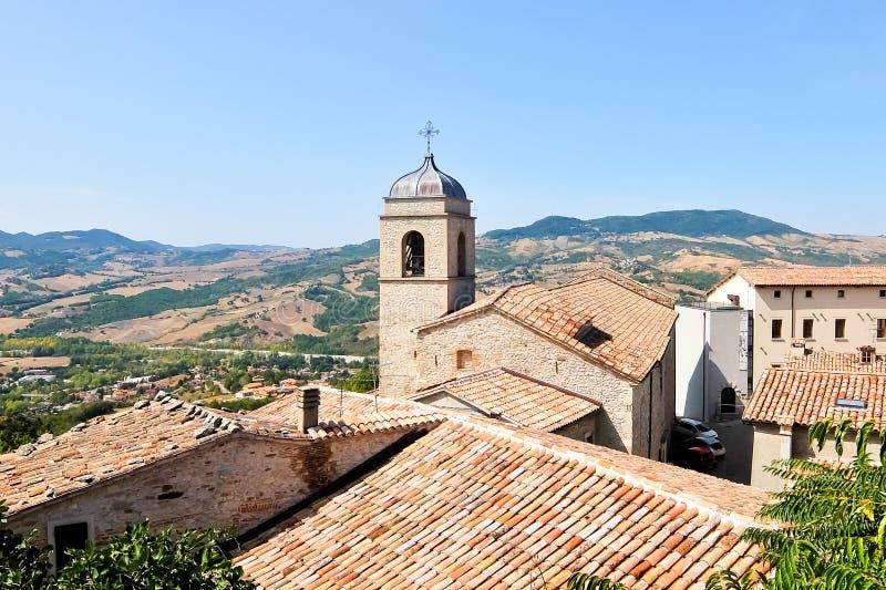Belle vue de Pennabilli, petit comune, localis? environ 140 kilom?tres 87 MI au sud-est de Bologna photos libres de droits