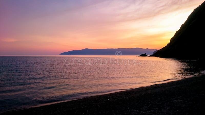Belle vue de plage de mer de coucher du soleil image stock