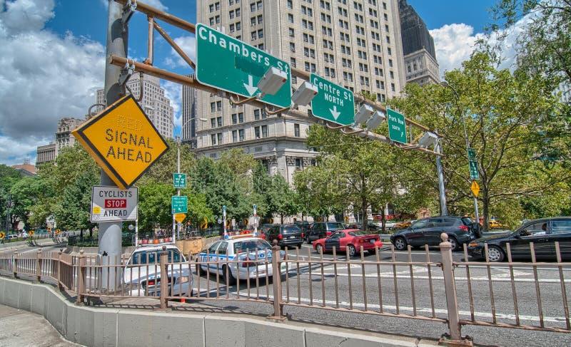 Belle vue de pont de New York City et de Brooklyn sur un d ensoleillé photos stock