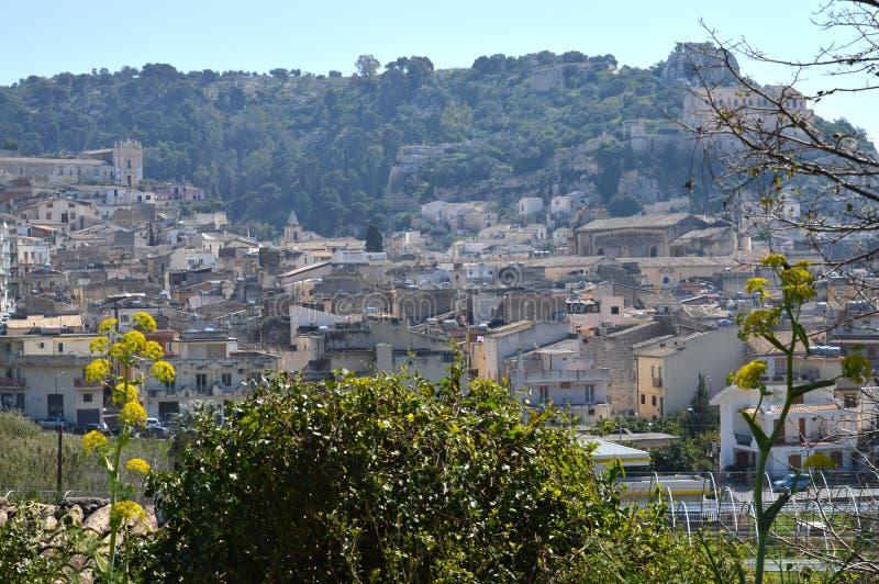 Belle vue de Scicli, Raguse, Sicile, Italie, l'Europe, site de patrimoine mondial photos stock
