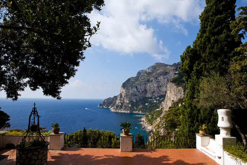 belle vue de terrasse d'île de capri photo libre de droits