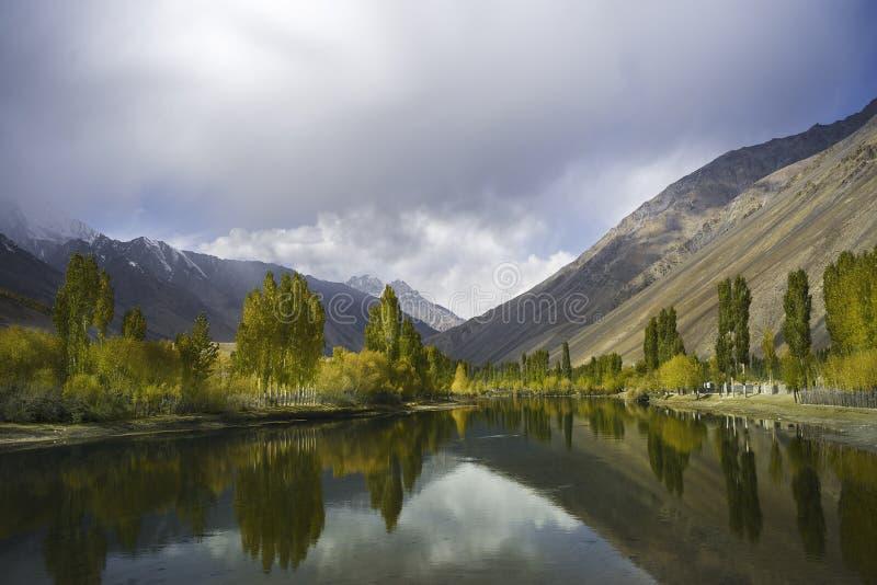 Belle vue de vallée Gilgit-Baltistan, Pakistan de Phandar dans un temps de jour photo libre de droits