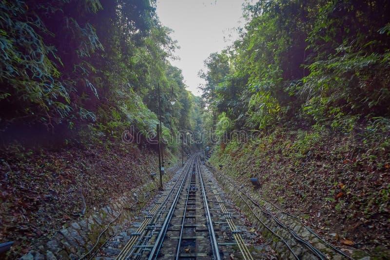Belle vue du chemin de fer allant à la colline de Penang, une station de vacances de colline constituant un groupe des crêtes sur photos stock