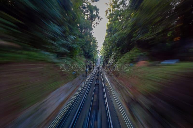 Belle vue du chemin de fer allant à la colline de Penang, une station de vacances de colline constituant un groupe des crêtes sur images stock