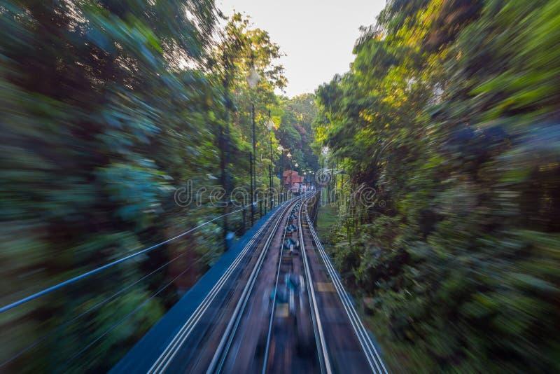 Belle vue du chemin de fer allant à la colline de Penang, une station de vacances de colline constituant un groupe des crêtes sur photos libres de droits