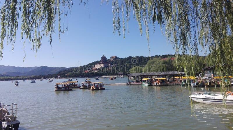 Belle vue du lac dans le palais d'été, Pékin Chine photo stock