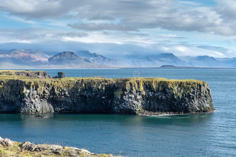 Belle vue du littoral occidental de l'Islande images stock