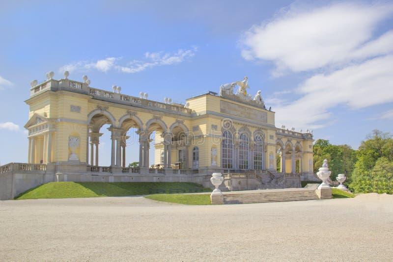 Belle vue du pavillon de Glorietta en parc de Shernbrunn à Vienne, Autriche photo libre de droits