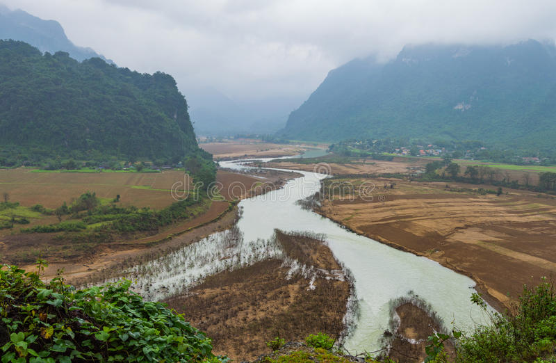 Belle vue du secteur de montagnes au Vietnam du Nord photographie stock