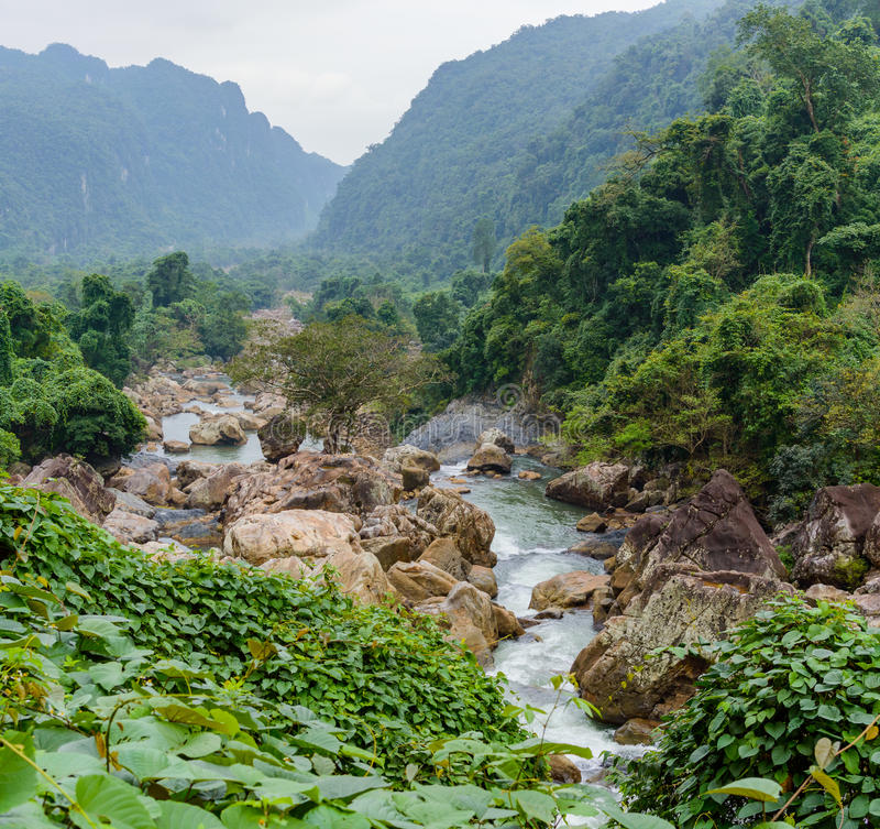 Belle vue du secteur de montagnes au Vietnam du Nord image libre de droits