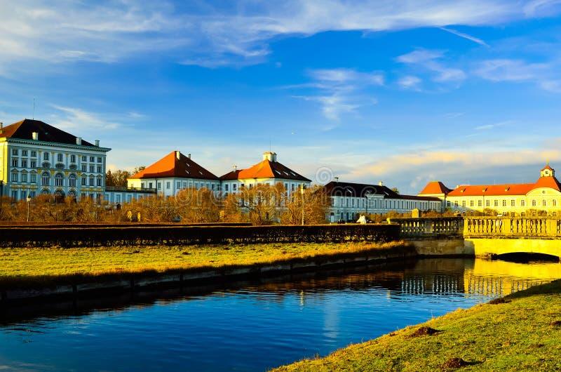 Belle vue magnifique romantique de vieux palais noble riche de manoir de famille photographie stock libre de droits